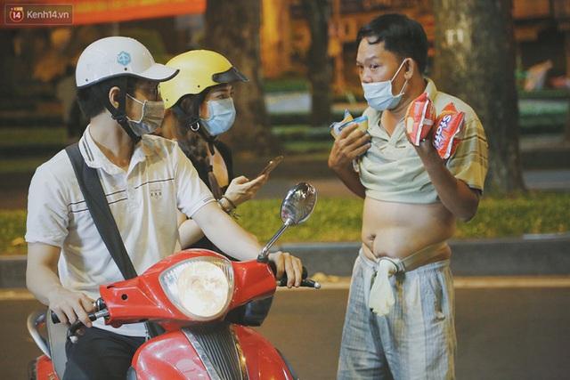 Người vô gia cư lay lắt trong đêm đầu Sài Gòn giãn cách: Con không có nhà, tối con ra Cầu Mống mà ngủ - Ảnh 18.