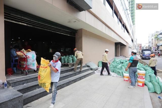 Toàn cảnh bên trong Thuận Kiều Plaza đang thi công chuyển đổi thành bệnh viện dã chiến 1.000 giường bệnh - Ảnh 19.