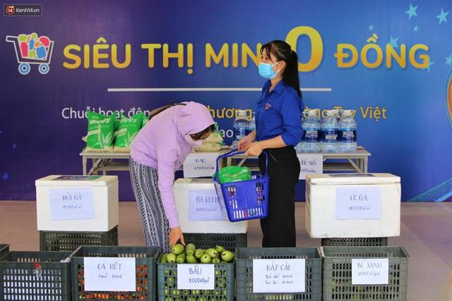 Ấm lòng Siêu thị 0 đồng lan tỏa tình người giữa mùa dịch tại Đà Nẵng - Ảnh 20.