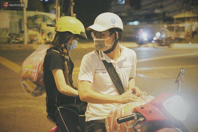 Người vô gia cư lay lắt trong đêm đầu Sài Gòn giãn cách: Con không có nhà, tối con ra Cầu Mống mà ngủ - Ảnh 4.