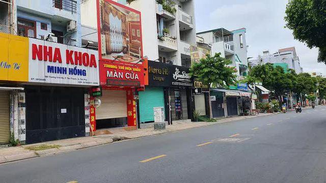 TP HCM: 3 cửa hàng bị phạt 34,5 triệu đồng vì mở cửa đón khách trong ngày đầu giãn cách - Ảnh 3.