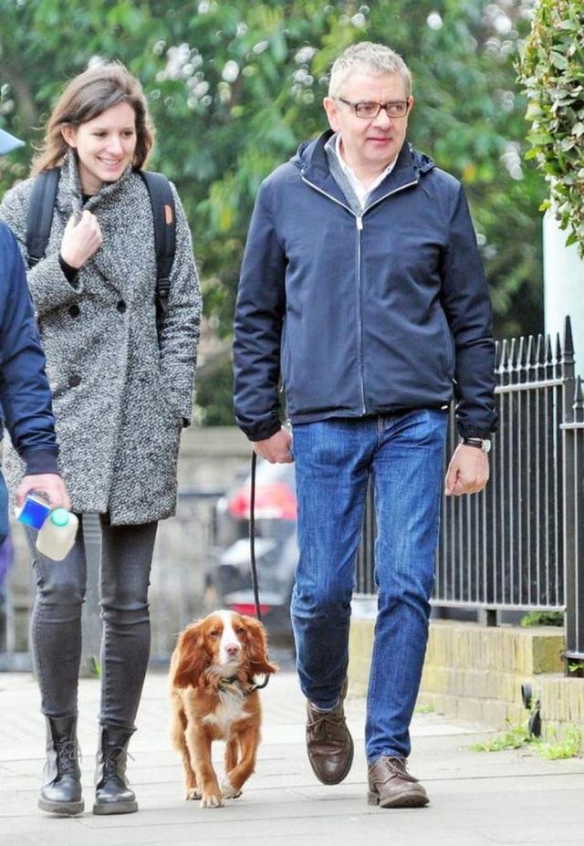 Sau khi bỏ vợ theo tình trẻ kém 28 tuổi, cuộc sống của Mr. Bean ở tuổi U70 ra sao? - Ảnh 6.
