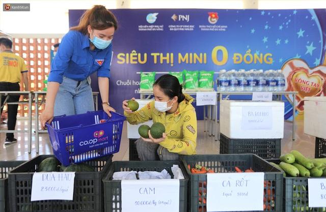 Ấm lòng Siêu thị 0 đồng lan tỏa tình người giữa mùa dịch tại Đà Nẵng - Ảnh 7.