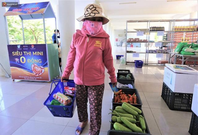 Ấm lòng Siêu thị 0 đồng lan tỏa tình người giữa mùa dịch tại Đà Nẵng - Ảnh 8.
