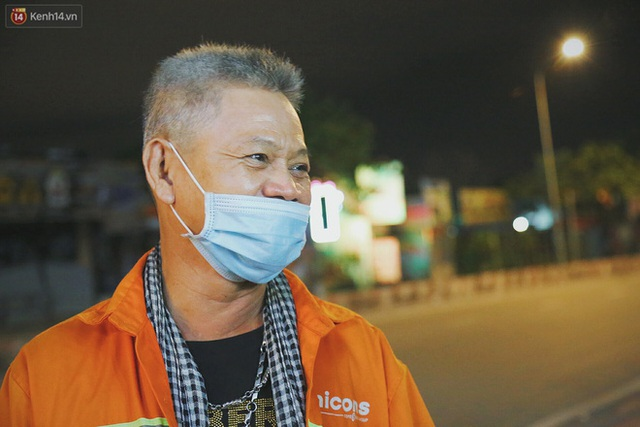 Người vô gia cư lay lắt trong đêm đầu Sài Gòn giãn cách: Con không có nhà, tối con ra Cầu Mống mà ngủ - Ảnh 11.