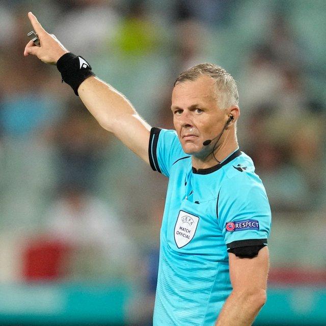 Trọng tài giàu nhất thế giới điều khiển trận chung kết Euro 2020 - Ảnh 1.