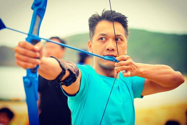 Chủ tịch ACB Trần Hùng Huy mặc tạp dề khoe 6 múi và tài năng nấu ăn trong những ngày giãn cách xã hội: Sài Gòn lạc quan lên nào! - Ảnh 5.