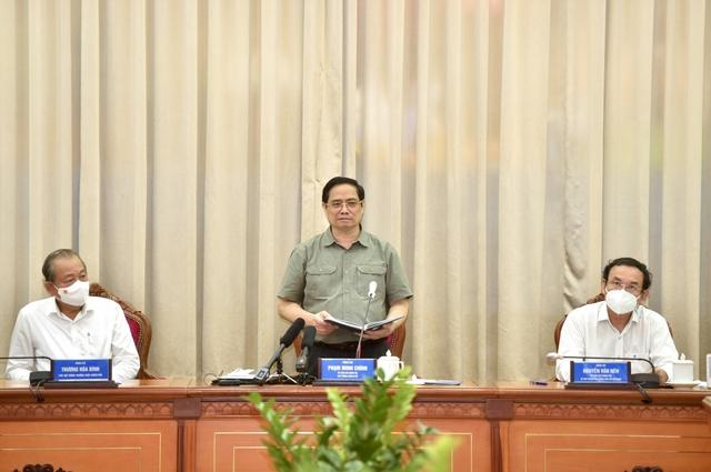 Thủ tướng: Cả nước đang trông chờ và tin tưởng TP.HCM  - Ảnh 2.