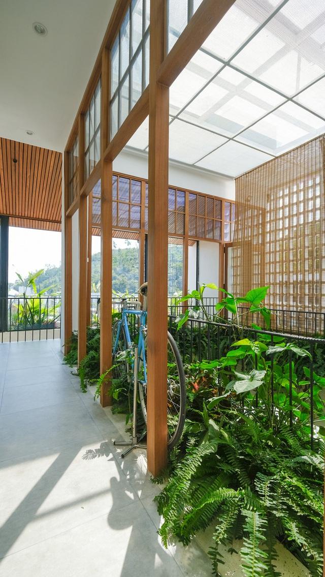 Nhà ven sông siêu chill với kiến trúc nhiệt đới, mê nhất là khu giếng trời xanh mát đến lịm người - Ảnh 12.