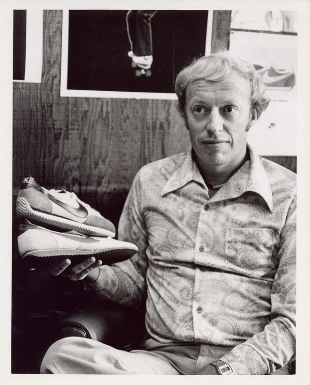 """""""Cha đẻ"""" Nike: Từ gã nghiện giày đi bán rong đến chủ nhân đế chế tỷ đô và câu nói """"con không bao giờ đi giày bố bán"""" chưa từng nguôi nhói đau - Ảnh 3."""