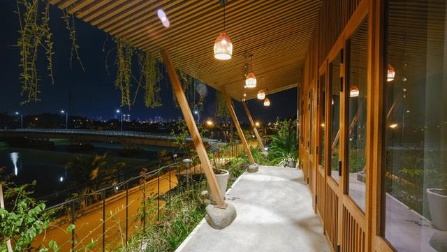 Nhà ven sông siêu chill với kiến trúc nhiệt đới, mê nhất là khu giếng trời xanh mát đến lịm người - Ảnh 22.