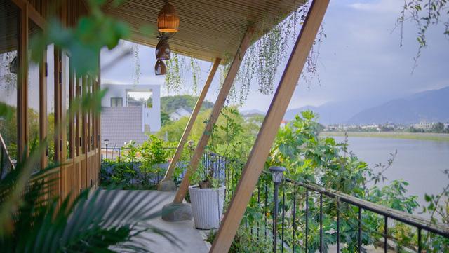 Nhà ven sông siêu chill với kiến trúc nhiệt đới, mê nhất là khu giếng trời xanh mát đến lịm người - Ảnh 23.