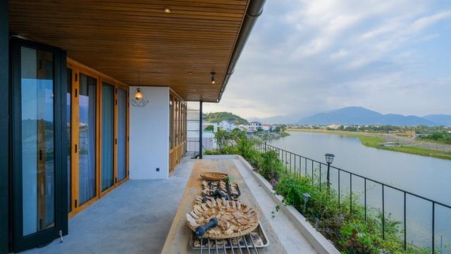 Nhà ven sông siêu chill với kiến trúc nhiệt đới, mê nhất là khu giếng trời xanh mát đến lịm người - Ảnh 24.