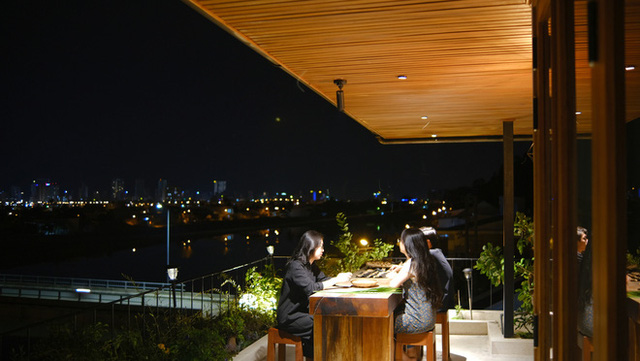 Nhà ven sông siêu chill với kiến trúc nhiệt đới, mê nhất là khu giếng trời xanh mát đến lịm người - Ảnh 25.
