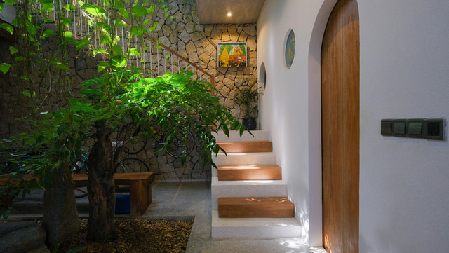 Nhà ven sông siêu chill với kiến trúc nhiệt đới, mê nhất là khu giếng trời xanh mát đến lịm người - Ảnh 7.