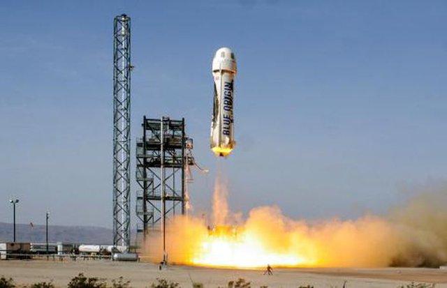 Đây là cách cuộc đua không gian giữa các tỷ phú bị đốt nóng bởi động cơ tên lửa của Richard Branson - Ảnh 2.