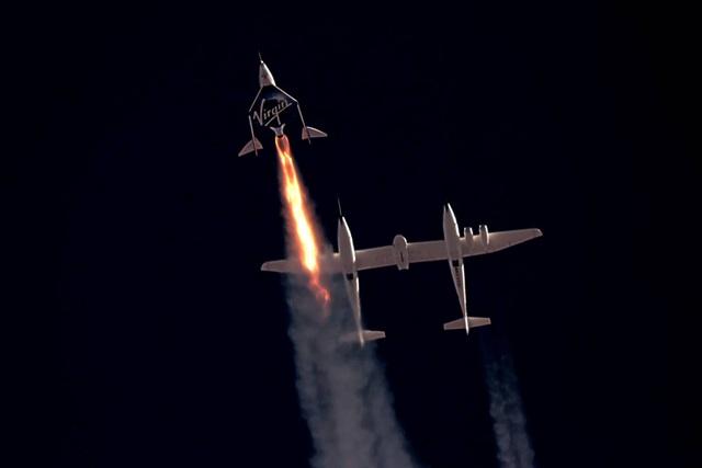 Đây là cách cuộc đua không gian giữa các tỷ phú bị đốt nóng bởi động cơ tên lửa của Richard Branson - Ảnh 1.