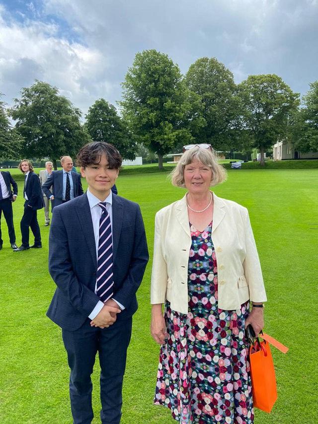 Con trai Chi Bảo vừa trúng tuyển đại học top đầu nước Anh: Chọn 1 ngành học cực oách, nhìn mức lương sau này ai cũng mê  - Ảnh 1.