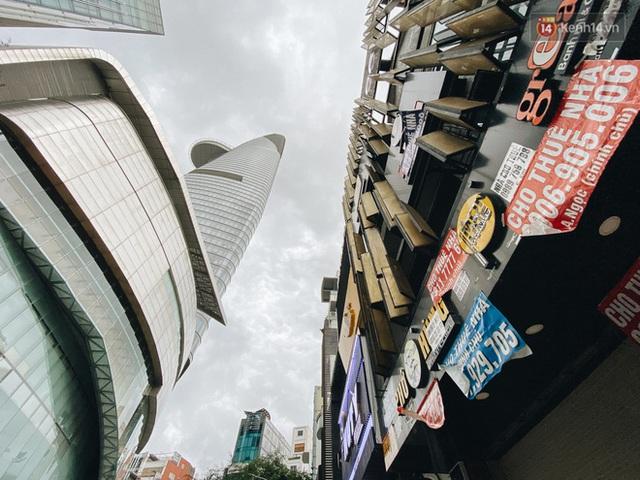 """Mặt bằng nhà phố trung tâm Sài Gòn """"kiệt sức"""" vì Covid-19: Chi chít bảng cho thuê nhưng chẳng ai ngó ngàng - Ảnh 13."""