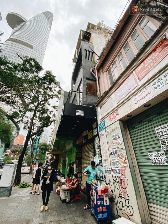 """Mặt bằng nhà phố trung tâm Sài Gòn """"kiệt sức"""" vì Covid-19: Chi chít bảng cho thuê nhưng chẳng ai ngó ngàng - Ảnh 14."""