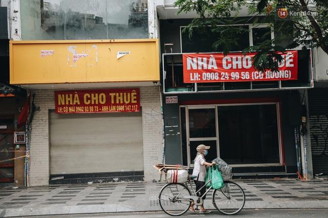 """Mặt bằng nhà phố trung tâm Sài Gòn """"kiệt sức"""" vì Covid-19: Chi chít bảng cho thuê nhưng chẳng ai ngó ngàng - Ảnh 15."""