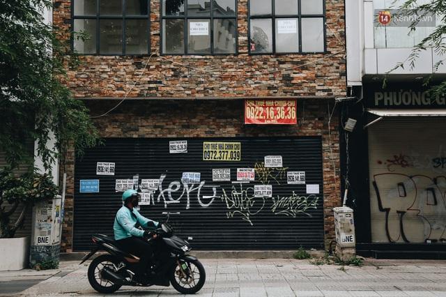 """Mặt bằng nhà phố trung tâm Sài Gòn """"kiệt sức"""" vì Covid-19: Chi chít bảng cho thuê nhưng chẳng ai ngó ngàng - Ảnh 16."""