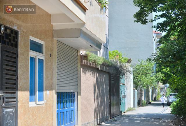 Hà Nội: Phong toả con ngõ tại phường Mỹ Đình, nhân viên y tế gọi cửa từng nhà để khai báo y tế - Ảnh 3.