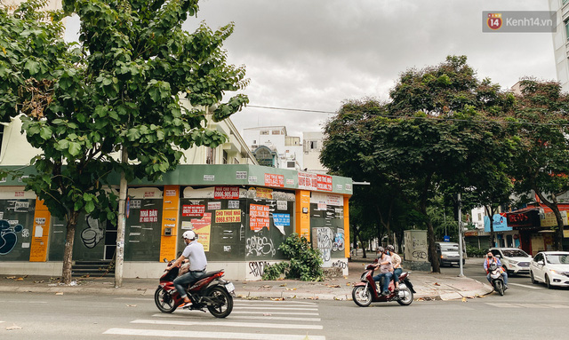 """Mặt bằng nhà phố trung tâm Sài Gòn """"kiệt sức"""" vì Covid-19: Chi chít bảng cho thuê nhưng chẳng ai ngó ngàng - Ảnh 21."""