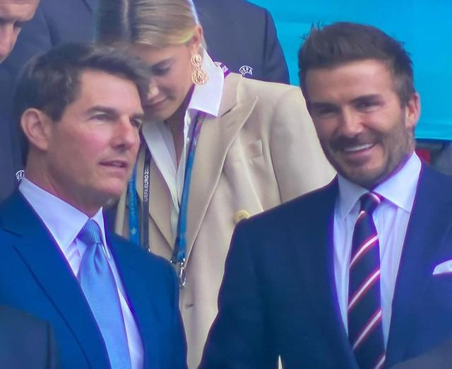 Hình ảnh đau lòng cuối trận Chung kết Euro 2020: David Beckham thẫn thờ giữa đám đông, mặt buồn thiu khi Anh thua Ý - Ảnh 4.