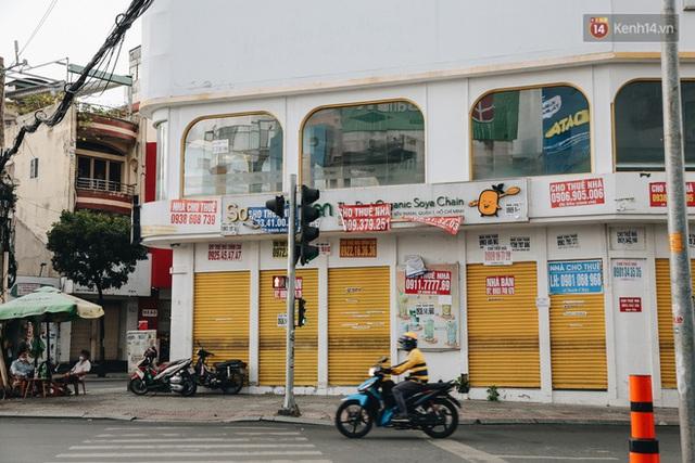 """Mặt bằng nhà phố trung tâm Sài Gòn """"kiệt sức"""" vì Covid-19: Chi chít bảng cho thuê nhưng chẳng ai ngó ngàng - Ảnh 5."""