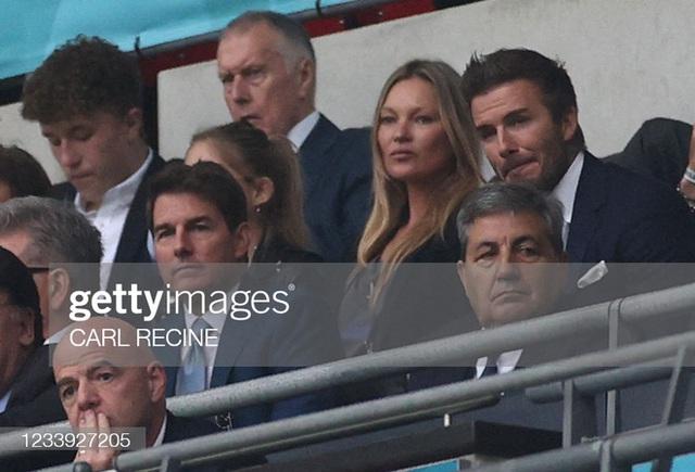 2 ông chú cực phẩm nhất Chung kết Euro 2020: Tom Cruise 59 và Beckham 46 nhưng 1 cái đập tay thôi cũng khiến thế giới chao đảo  - Ảnh 7.