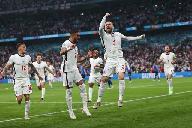 Hình ảnh đau lòng cuối trận Chung kết Euro 2020: David Beckham thẫn thờ giữa đám đông, mặt buồn thiu khi Anh thua Ý - Ảnh 6.