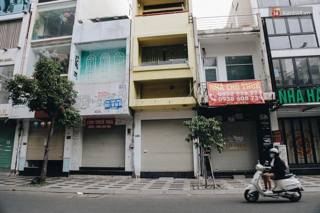 """Mặt bằng nhà phố trung tâm Sài Gòn """"kiệt sức"""" vì Covid-19: Chi chít bảng cho thuê nhưng chẳng ai ngó ngàng - Ảnh 7."""