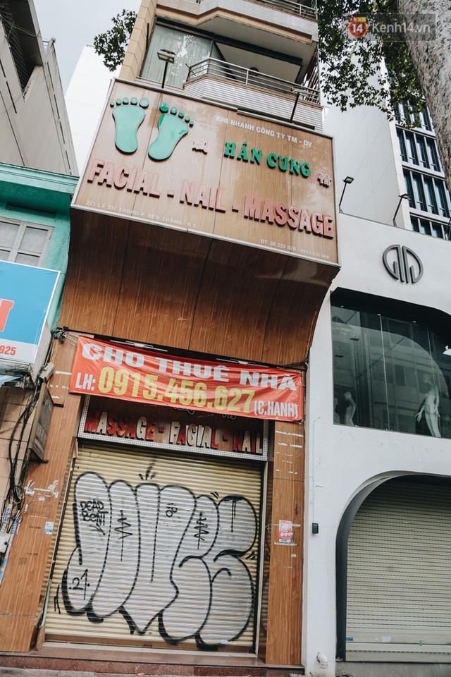 """Mặt bằng nhà phố trung tâm Sài Gòn """"kiệt sức"""" vì Covid-19: Chi chít bảng cho thuê nhưng chẳng ai ngó ngàng - Ảnh 10."""