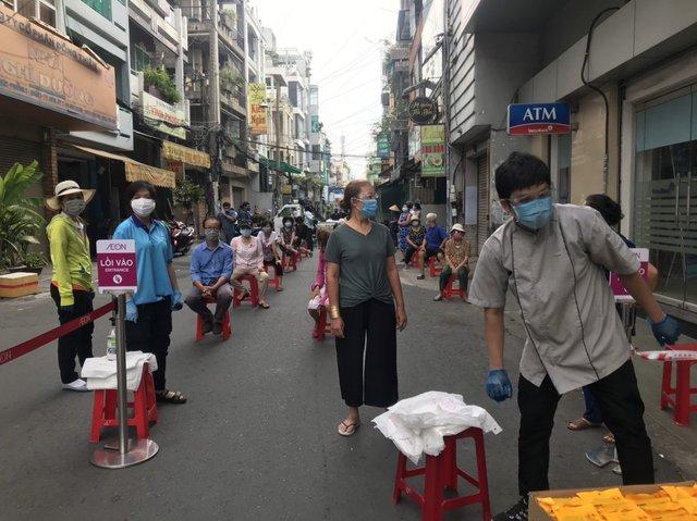 Hỗ trợ người dân Tp.HCM mua hàng thiết yếu: AEON Việt Nam triển khai siêu thị lưu động từ ngày 13/7 tại 4 điểm thuộc 3 quận - Ảnh 2.