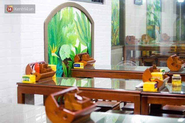 """Các nhà hàng, quán ăn ở Hà Nội sau chỉ thị dừng bán tại chỗ: """"Chúng tôi phải cho hơn 2/3 nhân viên nghỉ việc"""" - Ảnh 2."""