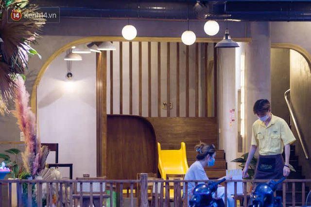 """Các nhà hàng, quán ăn ở Hà Nội sau chỉ thị dừng bán tại chỗ: """"Chúng tôi phải cho hơn 2/3 nhân viên nghỉ việc"""" - Ảnh 12."""