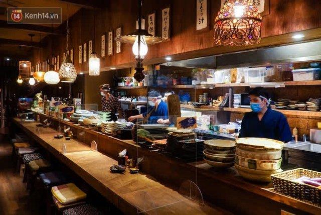 """Các nhà hàng, quán ăn ở Hà Nội sau chỉ thị dừng bán tại chỗ: """"Chúng tôi phải cho hơn 2/3 nhân viên nghỉ việc"""" - Ảnh 5."""