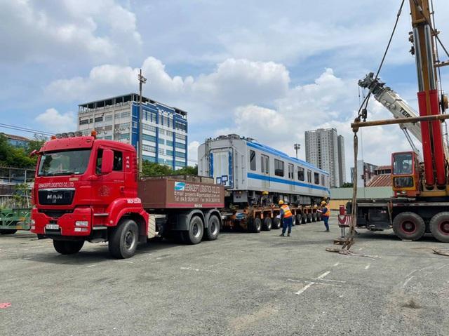 Hình ảnh cận cảnh 2 đoàn tàu số 6, 7 và đóng điện trạm biến áp của tuyến metro số 1  - Ảnh 4.