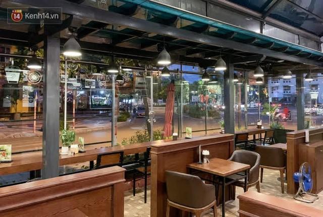 """Các nhà hàng, quán ăn ở Hà Nội sau chỉ thị dừng bán tại chỗ: """"Chúng tôi phải cho hơn 2/3 nhân viên nghỉ việc"""" - Ảnh 9."""