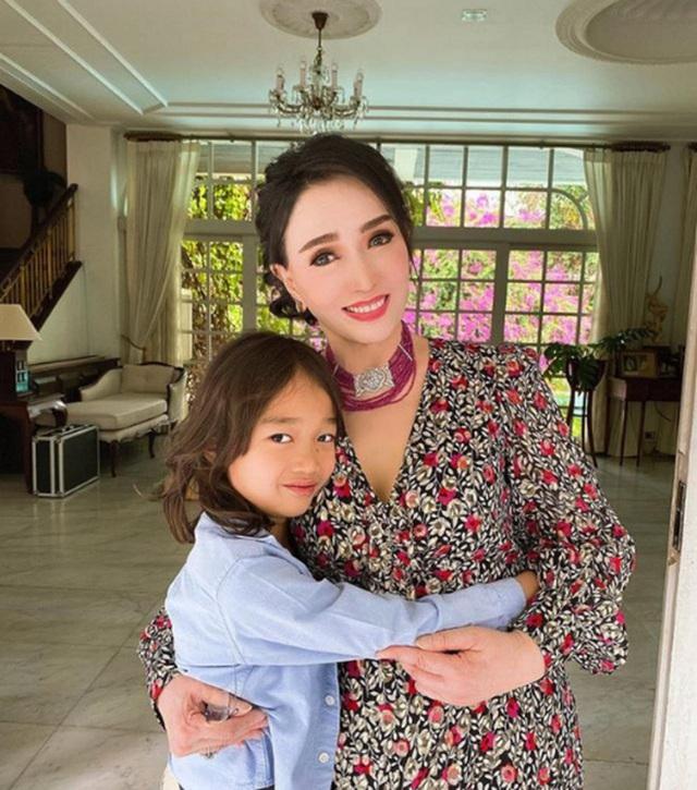 Đăng quang Hoa hậu Hoàn vũ Thế giới từ gần 60 năm trước, mỹ nhân nức tiếng châu Á một thời khiến công chúng sửng sốt với nhan sắc ở tuổi 74 - Ảnh 9.