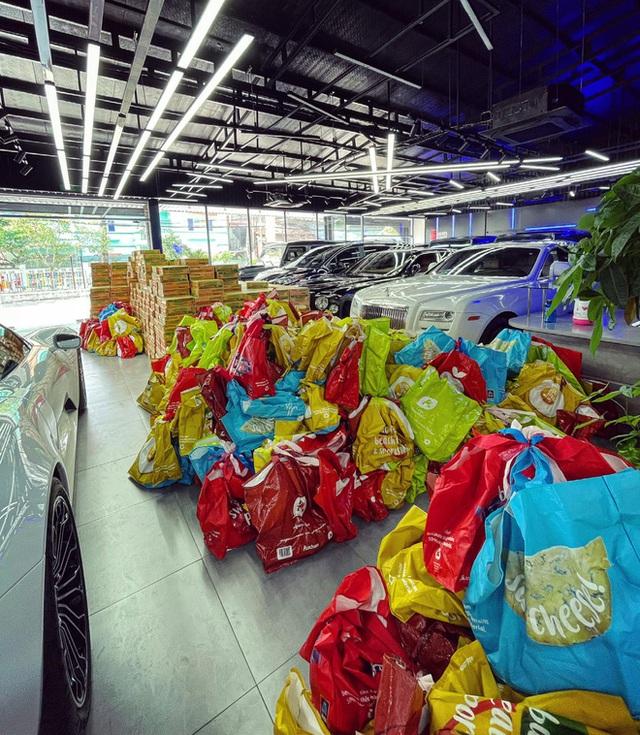 Showroom siêu xe đỉnh thành tiệm tạp hóa và đại gia 9X lái Mercedes-AMG G63 đi ship gạo, nước mắm - Ảnh 1.
