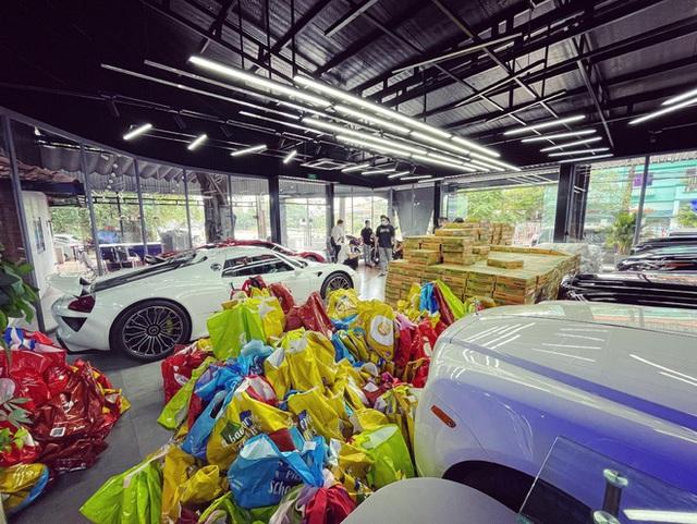 Showroom siêu xe đỉnh thành tiệm tạp hóa và đại gia 9X lái Mercedes-AMG G63 đi ship gạo, nước mắm - Ảnh 2.