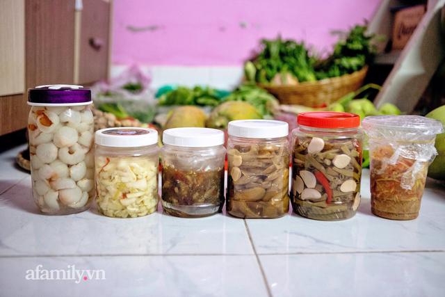 Cọng hành, bó cải bỗng thành của quý của nhiều gia đình tại Sài Gòn, thay đổi luôn cách dùng rau thịt trong mỗi bữa ăn!  - Ảnh 1.