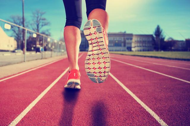 Một người sống lâu thường thích đi bộ nhưng đi bộ theo 4 kiểu này lại chỉ khiến sức khỏe yếu thêm  - Ảnh 1.
