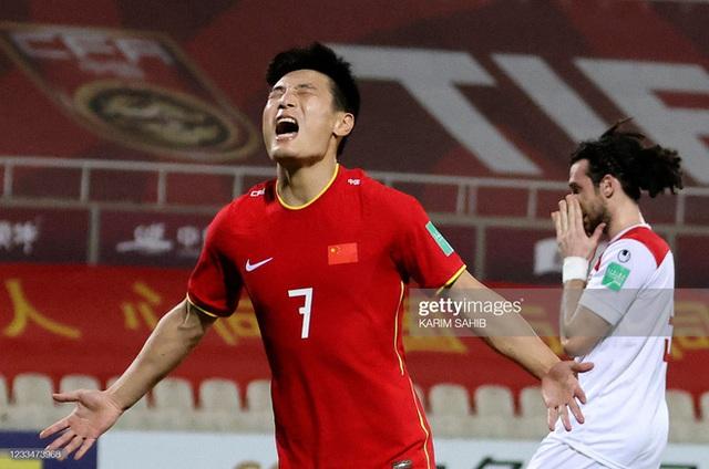 Điều HLV Park Hang-seo lo lắng nhất chính là chiếc mặt nạ của đội tuyển Trung Quốc - Ảnh 1.