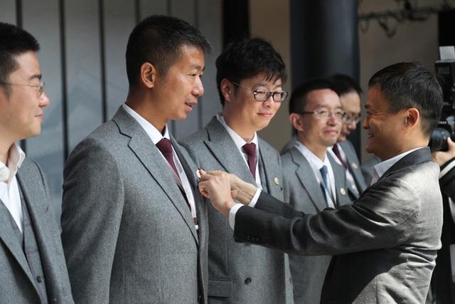 Cái kết buồn của Jack Ma: Khi đế chế hùng mạnh nhất Trung Quốc bị chặt gãy đôi cánh, chỉ còn lại cái bóng mờ - Ảnh 4.