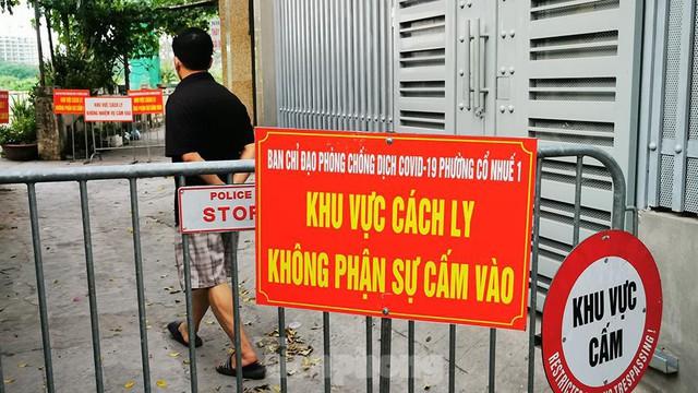 Hà Nội: Cận cảnh phong tỏa 3 tòa nhà trên phố Trần Cung do có ca F0 - Ảnh 8.