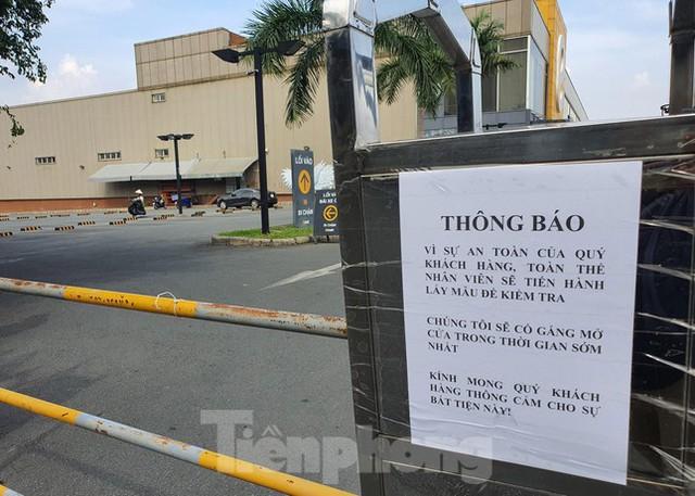 Siêu thị Emart bất ngờ đóng cửa, người dân TPHCM bối rối tìm chỗ mua thực phẩm - Ảnh 3.