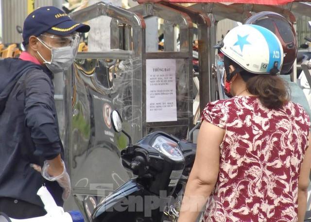 Siêu thị Emart bất ngờ đóng cửa, người dân TPHCM bối rối tìm chỗ mua thực phẩm - Ảnh 11.